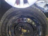 4 roți 195/60 R15 cu discuri metalice și calpace originale  balansate cauciucu protectorul 90% iarnă