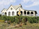 s. Văduleni. Casa este cu 2 întrări separate, variant ideal pentru 2 familii. Euroreparație, mobilă