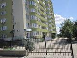 Продается большая квартира в центре, возможность разделить на несколько квартир или малосемеек.