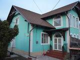 Casa este în 2 nivele și are o suprafață de 160 mp