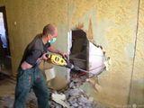 Демантаж  стен , полов , ванной комнаты . транспорт -  вывоз строй мусора + грузчики .