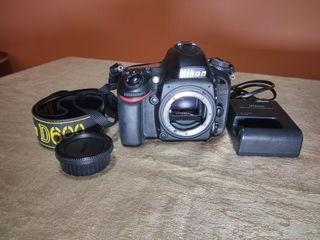 Nikon D600 in stare foarte buna. In complect capac bodi, incarcatorul.