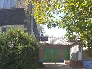 Продается жилой 2-хэтажный дом с постройками для скота и птицы