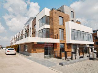 TownHouse ce merită procurat! 4 nivele,220 m2, reparat, 2 balcoane+terasă, Zonă foarte reușită!