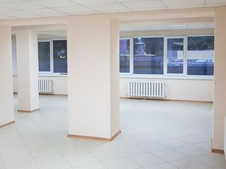 Cдаем торгово-офисное помещение 85м2 На Буюканах ! Первая линия! в районе круга Креангэ!