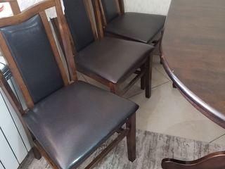 Vand masa cu scaune din lemn natural