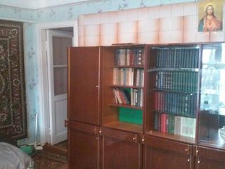 Продается двухкомнатная квартира в двухэтажном доме напротив химчистки