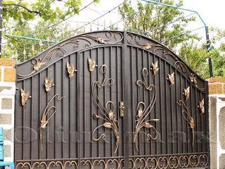 Перила, заборы, решётки,ворота,  металлические двери, козырьки,   другие изделия из металла.