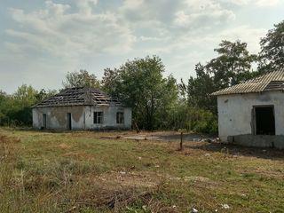 Продаем участок земли с 2 зданиями рядом с постом ГАИ в г. Рыбница
