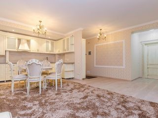 Vânzare, apartament exclusiv, str. Vârnav, sect.Centru, 2 odăi, 80 mp, 66 500€