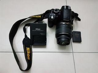 батарея держит отлично. торг в разумных п фотоаппарат Nikon D3100 фотоаппарат с  AF-S 18-55 зарядка