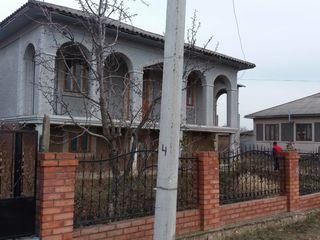 СРОЧНО! Продам 2х этажный котельцовый дом 200 м2 17сот. земли в Сингурень.
