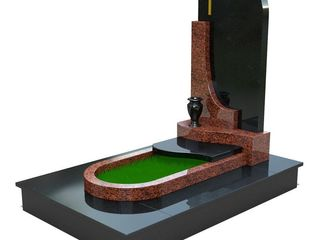 Monument din granit negru doar 4000 lei.