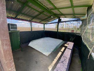 Camera pentru odihna si foisor(Беседка) pe malul iazului