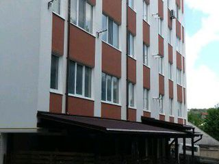 Apartament 3 odai, bloc nou, str Victor Crasescu Ialoveni
