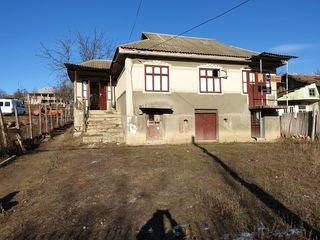 Urgent! Casă (80m2) teren 13 ari în centrul satului Condrița