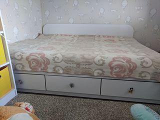 Dormitor aproape nou