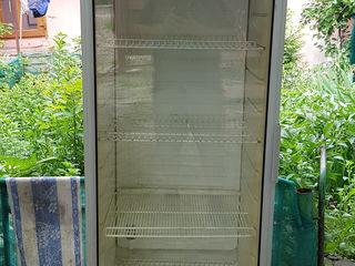 Продам витринный холодильник Snaige