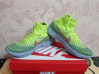 Срочно продам фирменные кроссовки Nike оригинал 100%