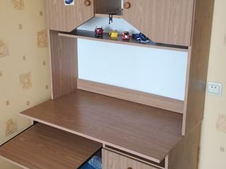 Письменный стол.Пенал для ребенка.
