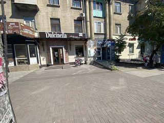 Spatiu comercial prima linie sector Riscani str. Tudor Vladimirescu.