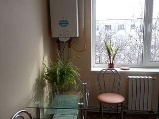 Se vinde apartament cu 3 camere renovat, or. Sîngerei, lângă Piață