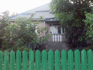 Vand casa - s. cucuruzeni centru 180m2