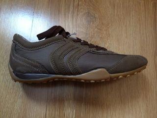 Новые кроссовки фирмы Geox Respira, 38 размер