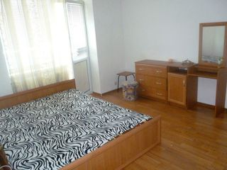 Apartament cu 2 odai, 74 mp, str. Grenoble - Telecentru