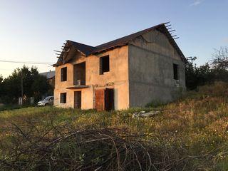 Casa este amplasată la 12 km de la Chișinău .linga Colonita