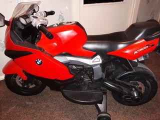 Vindem motocicleta cu acumulator în stare foarte buna, cumpărată în luna aprilie