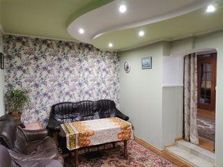 Продаются два дома на одном участке, 1-этажный и 2-ух этажный площадью 89 и 72 кв. м. в каждом доме