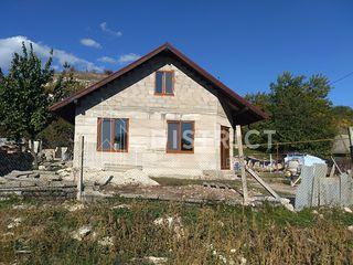 Ciorescu, str. Mihai Vitezul, 2 case la preț de 1