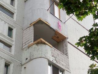 Alungirea balconului, demolarea, repararea balconului acoperiselor. Renovarea și extinderea balcoane
