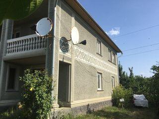 Продам дом с гаражем баней и хрзпостройками