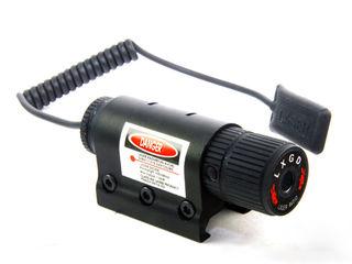 Лазерный прицел целеуказатель с кнопкой и креплением на оружие.