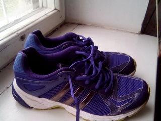 Кроссовки  б/у , производство Индонезия,темно фиолетового цвета