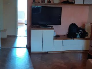 Se vinde apartament 3 odai ! 51500eur  traian 5! et.5 de mijloc seria Varnita !