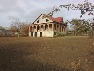 Vând casă, r. Ialoveni, s. Horești, 14 ari, centrul localității