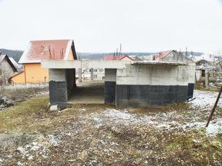 Teren cu temelie de casă! 125 m2+ 6 sote pământ!
