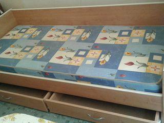 Кровать 1- спальная с выдвежными ящиками а так же в продаже есть диван Юность