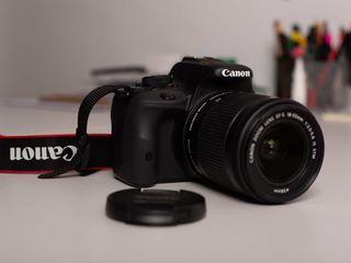 Canon EOS 100D Kit. Stare ideală! Urgent!