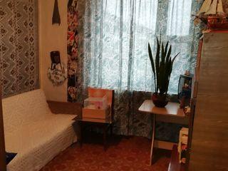 Продается 4- комнатная квартира в котельцовом доме район 8-ой квартал. Раздельный санузел, первая ли