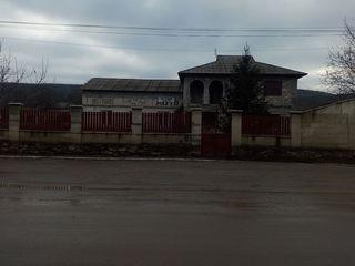 casa cu garaj in Telenesti
