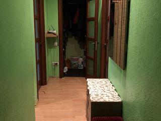 Продается просторная 2-комнатная квартира 50 кв.м с ремонтом.