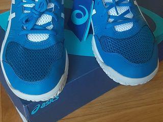 Новые отличные кросы Asics.Оригинал! Немного маломерят.
