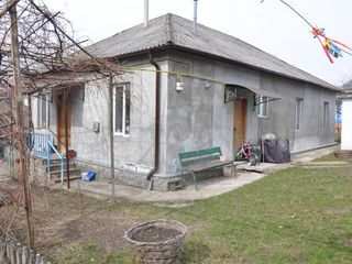 Дом 135 кв. м +7 сот. автономка газ канализация Грэтиешть центр 47 000 €