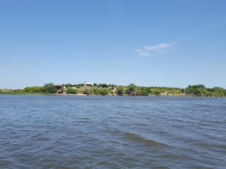 Причал плавучий + катамаран прогулочный+1га на берегу р.Днестр.