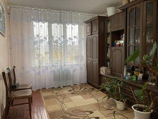 De vinzare apartament cu 2 odai, etajul III, parțial reparat, r-l Vinzavod, Cahul