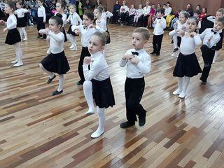 Бальные танцы от 4 до 60+ лет (Телецентр). Cursuri de dans de la 4 pina la 60+ ani (Telecentru).
